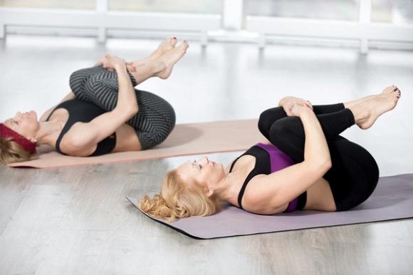 5 bài tập yoga thư giãn trước khi đi ngủ giúp diệt mỡ bụng và cải thiện chứng mất ngủ4