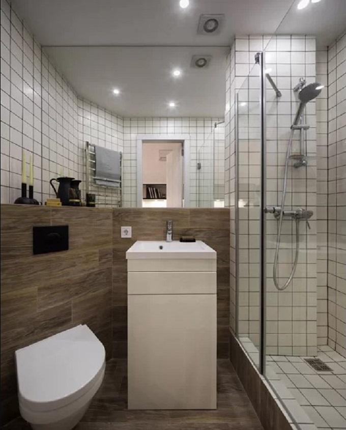 Phòng tắm ngay bên cạnh tủ quần áo. Căn phòng nhỏ có bồn rửa mặt, bồn cầu và khu vực tắm. Riêng bồn rửa mặt có ngăn kéo, tủ đựng phía dưới để gia chủ cất đồ trang điểm, thiết bị vệ sinh...