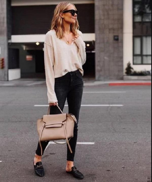 Những kiểu áo mùa thu cũng dễ mang tới nét cá tính và trẻ trung cho phái đẹp khi diện cùng jeans skinny.