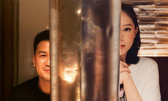 Cặp đôi được cho là ngầm công khai chuyện hẹn hò khi đăng tải hình ảnh chụp nửa mặt ở một địa điểm tại Hàn Quốc.