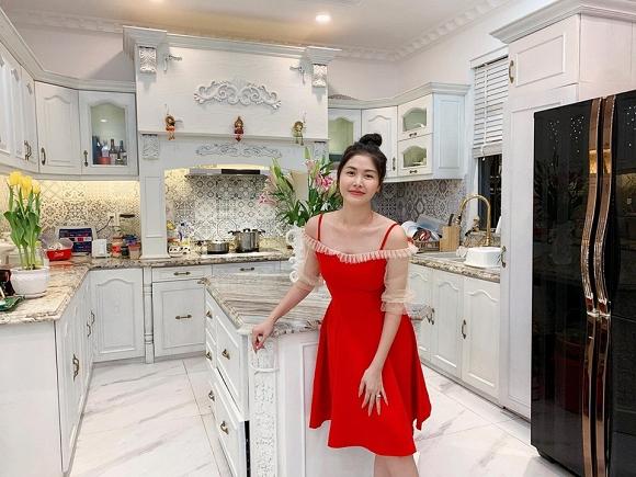 Hot mom Thủy Anh khoe căn bếp đẹp như mơ, là niềm ước ao của biết bao người.