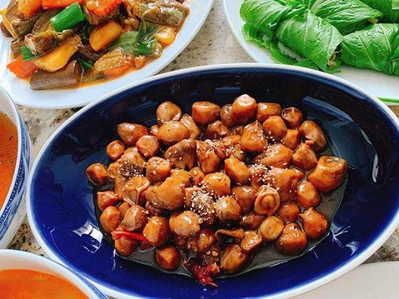 Những món ăn ngon trên mâm cơm của gia đình Đăng Khôi.