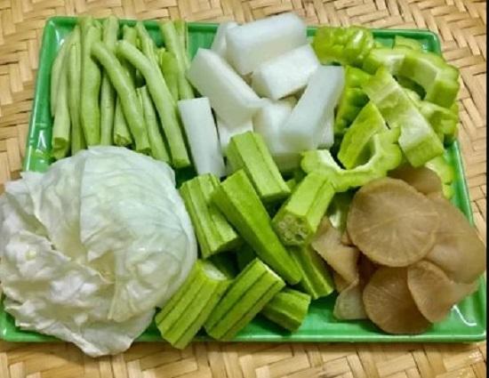 Bước 1: Sơ chế rau củ sạch rồi cắt miếng vừa ăn.