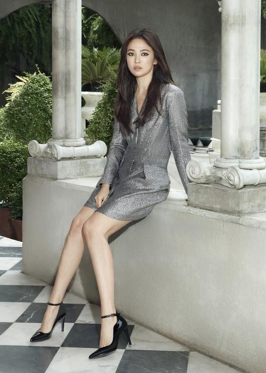 64.Song Hye Kyo 'lột xác' với hình ảnh quý cô cá tính, đầy gợi cảm hậu ly hôn Song Joong Ki