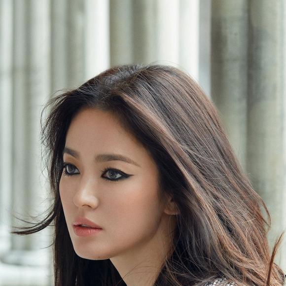 64.Song Hye Kyo 'lột xác' với hình ảnh quý cô cá tính, đầy gợi cảm hậu ly hôn Song Joong Ki1