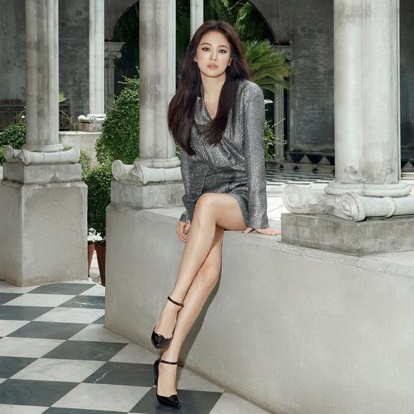 64.Song Hye Kyo 'lột xác' với hình ảnh quý cô cá tính, đầy gợi cảm hậu ly hôn Song Joong Ki3
