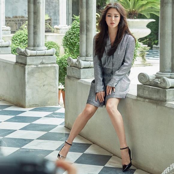 Song Hye Kyo cá tính, gợi cảm trong những hình ảnh quảng cáo mới.