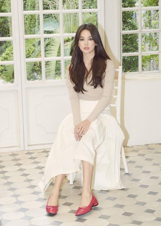 64.Song Hye Kyo 'lột xác' với hình ảnh quý cô cá tính, đầy gợi cảm hậu ly hôn Song Joong Ki6