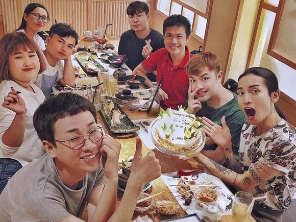 BB Trần rủ cả hội bạn mừng sinh nhật cho Hải Triều