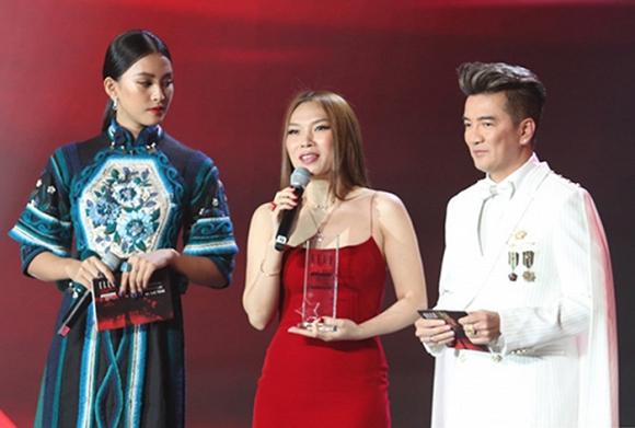 Dù đứng cạnh Hoa hậu Việt Nam Trần Tiểu Vy nhưng trong tim Đàm Vĩnh Hưng chỉ có Mỹ Tâm
