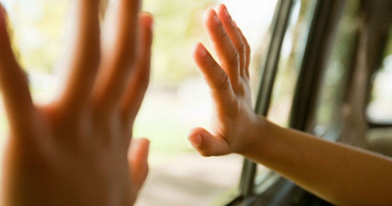 8. Để con nhỏ đi học bằng xe đưa đón của trường