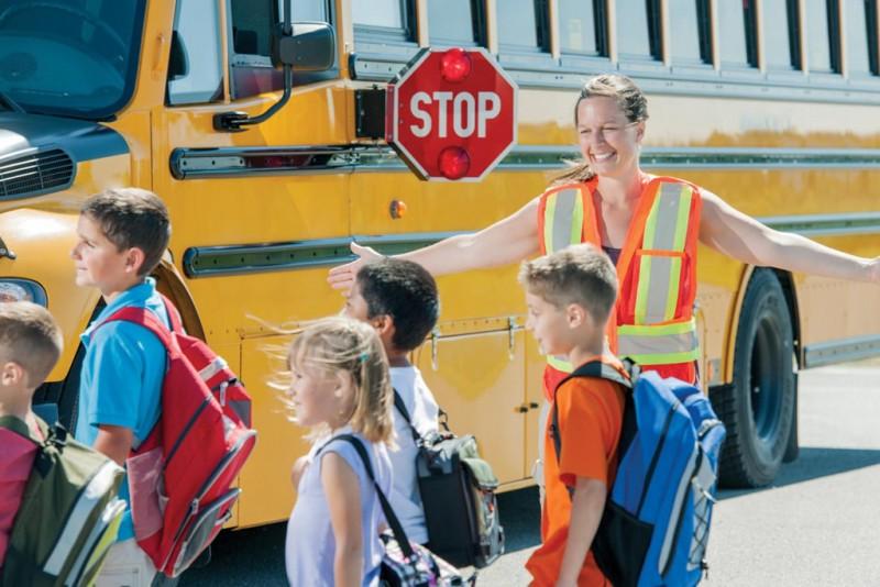 8. Để con nhỏ đi học bằng xe đưa đón của trường2
