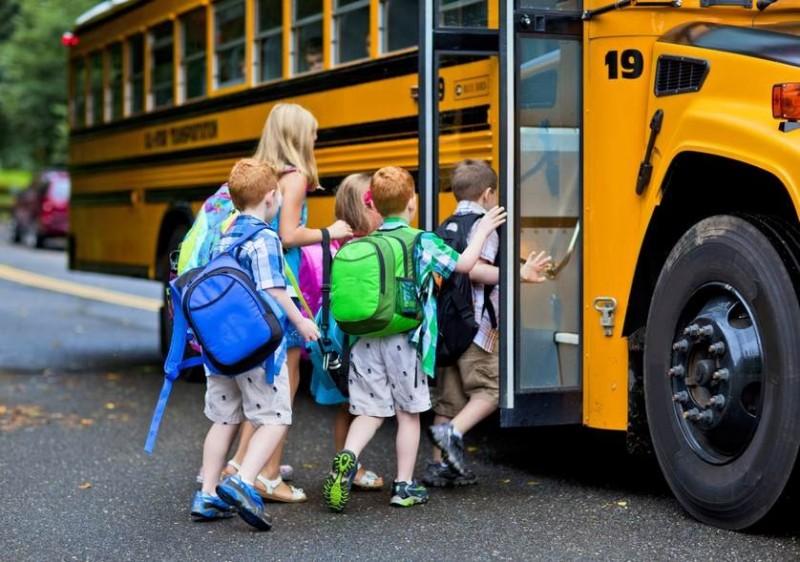 8. Để con nhỏ đi học bằng xe đưa đón của trường3