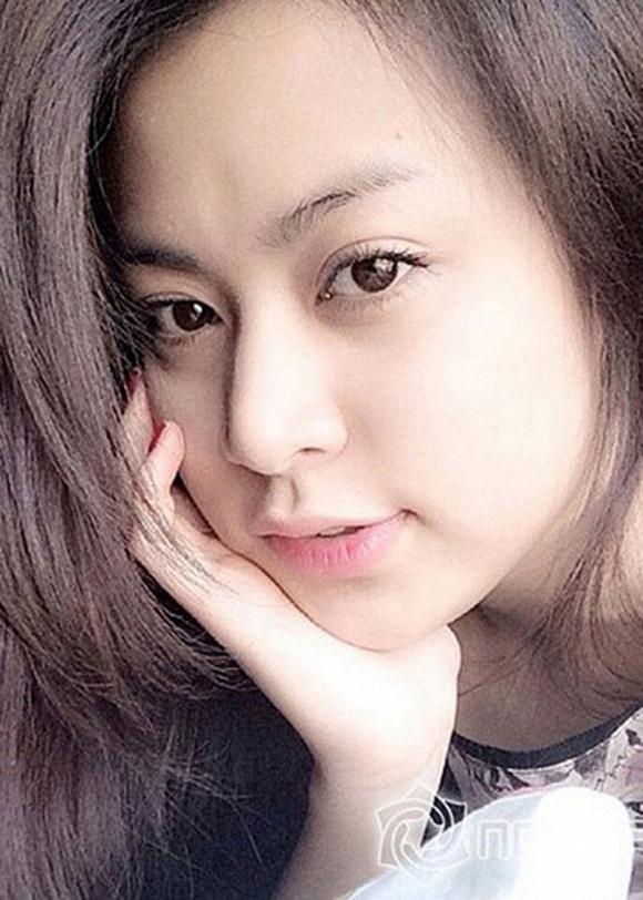 Chẳng cần make-up, Hoàng Thùy Linh vẫn tự tin với gương mặt mộc hoàn hảo của mình.