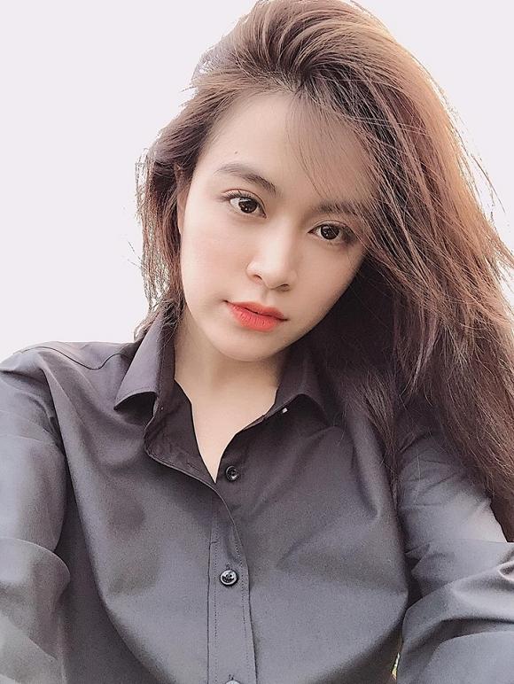 """Bình thường, Hoàng Thùy Linh cũng chỉ trang điểm nhẹ nhàng cũng đủ khiến fan """"say nắng"""" rồi."""