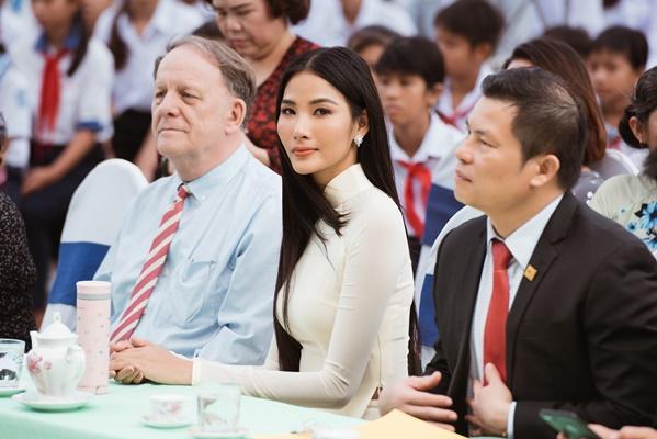 A Hau Hoang Thuy (1)