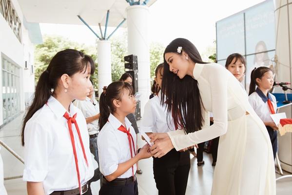 A Hau Hoang Thuy (15)