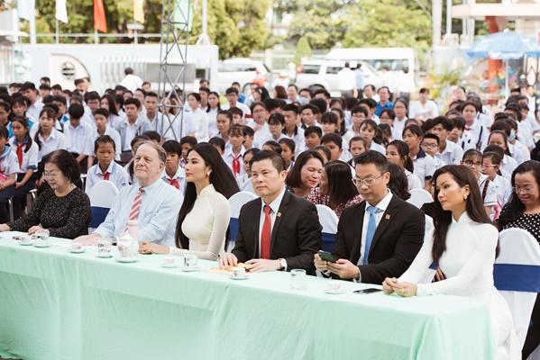 A Hau Hoang Thuy (3)