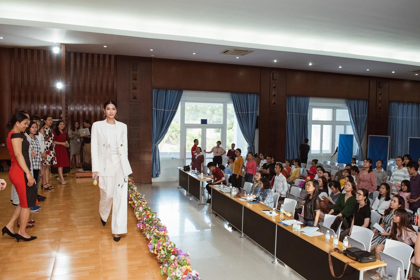 A Hau Hoang Thuy (45)