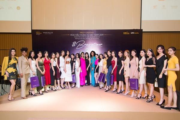 A hau Hoang Thuy (22)