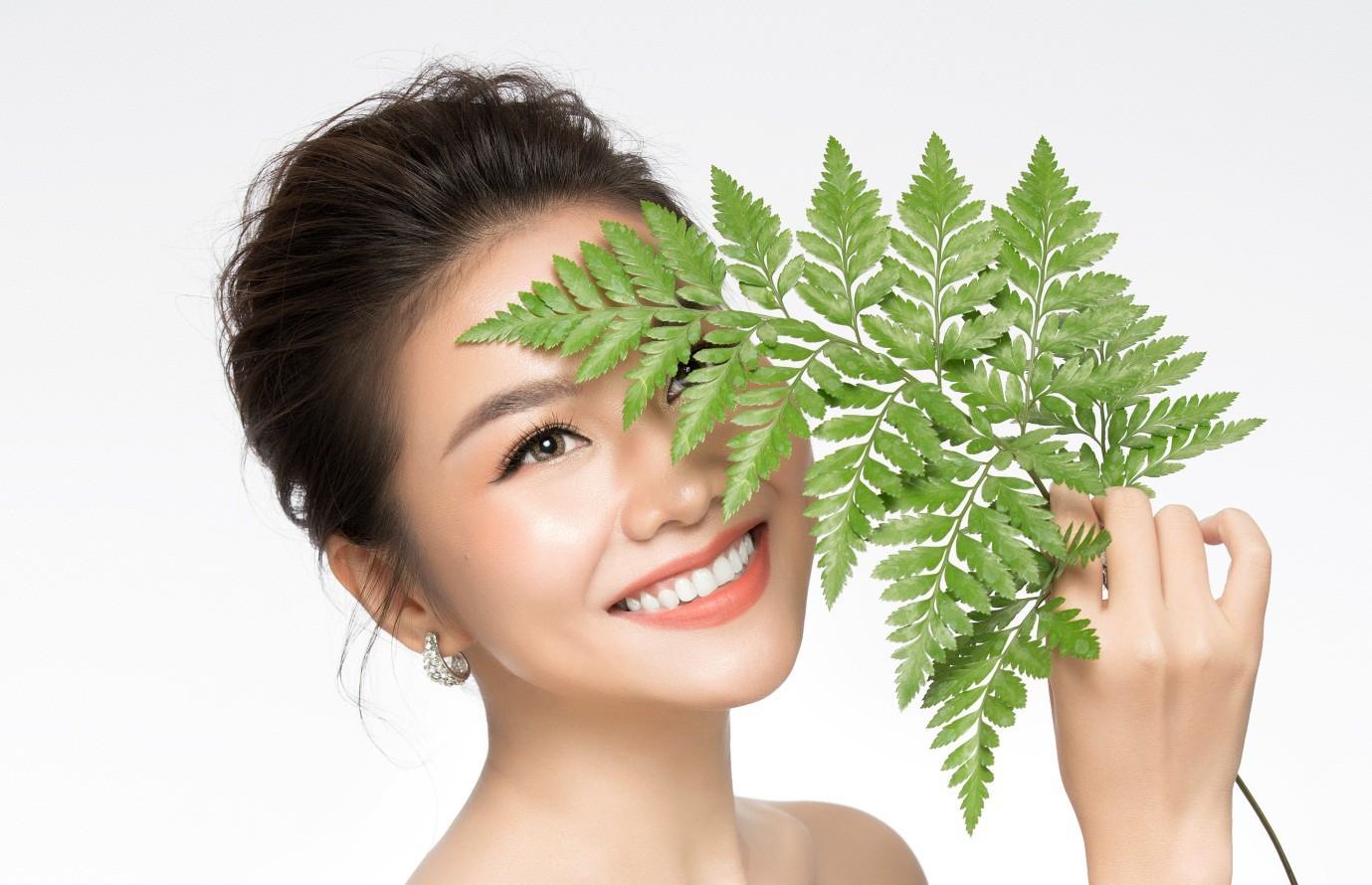 """Với khả năng chống oxy hóa tập trung và chống viêm hiệu quả, cây dương xỉ đã """"lọt vào mắt xanh"""" của các nhà sản xuất dược mỹ phẩm (Nguồn_ Sakura)."""
