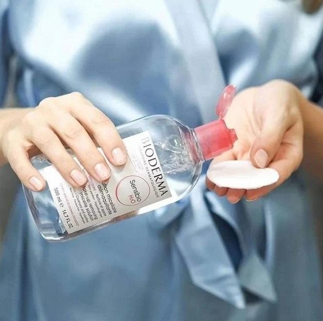 Nước tẩy trang Bioderma có giá bán khoảng 450.000 đồng (500 ml).