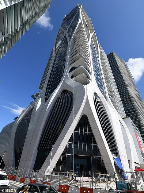 Sau khi tham quan, David và vợ được cho là đã quyết định bỏ ra 36 triệu bảng Anh để tậu căn hộ tại tòa tháp One Thousand Museum.