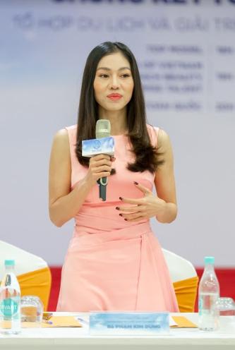 Bà Phạm Kim Dung - Chủ tịch cuộc thi Miss World Việt Nam phát biểu tại buổi họp báo