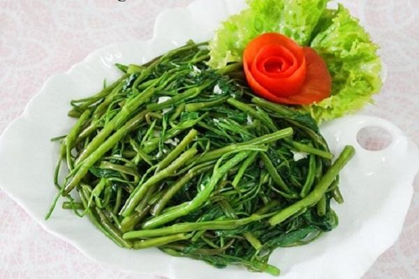 1. Cách luộc rau không chỉ xanh mà còn ngọt nước