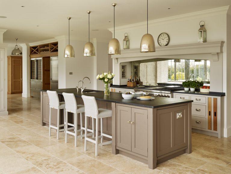 Mang phong cách cổ điển Anh phòng ăn được thiết kế đơn giản thuần túy đặc trưng của thiết kế