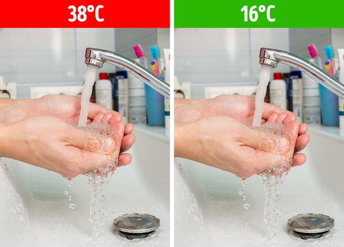 Rửa tay bằng nước nóng  Các nhà khoa học đã chỉ ra, nhiệt độ nước không có vai trò gì trong việc tiêu diệt vi khuẩn. Chỉ có nước được đun sôi mới có thể khử trùng. Vì vậy, bạn nên rửa tay bằng nước mát, thay vì nước nóng, để hạn chế khô da tay.