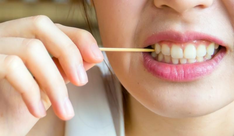 10. 5 thói quen gây hại đến răng bạn không thể ngờ đến1