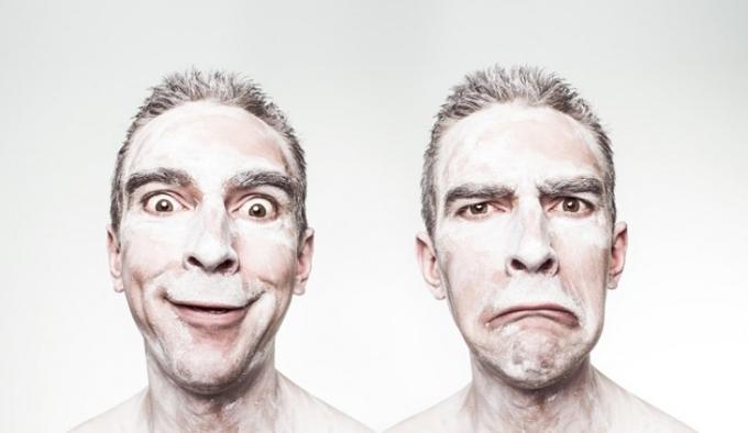 Phụ nữ giỏi đọc biểu cảm trên khuôn mặt  Phụ nữ có khả năng đọc biểu cảm trên khuôn mặt hoặc nhận biết sắc thái qua giọng nói tốt hơn nam giới. Vì vậy, đừng ngạc nhiên khi phụ nữ dễ dàng phát hiện ra bạn đang nói dối.