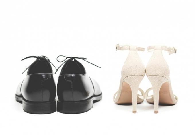 Giày cao gót vốn dành cho nam giới  Vào những năm 1600, phụ nữ bắt chước những người đàn ông đi giày cao gót để thể hiện phong cách và địa vị. Giày cao gót vốn là một sản phẩm của nam giới.