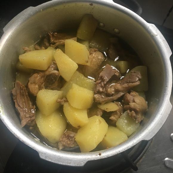 14. khoai tây om vịt3