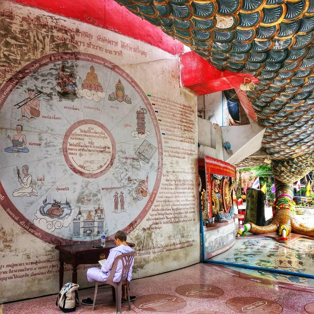 16. Bí ẩn đằng sau ngôi chùa hồng có rồng khổng lồ quấn quanh1'