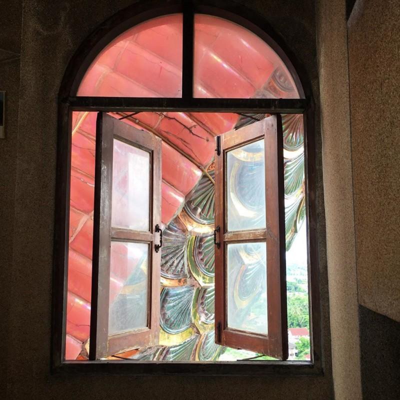 16. Bí ẩn đằng sau ngôi chùa hồng có rồng khổng lồ quấn quanh2