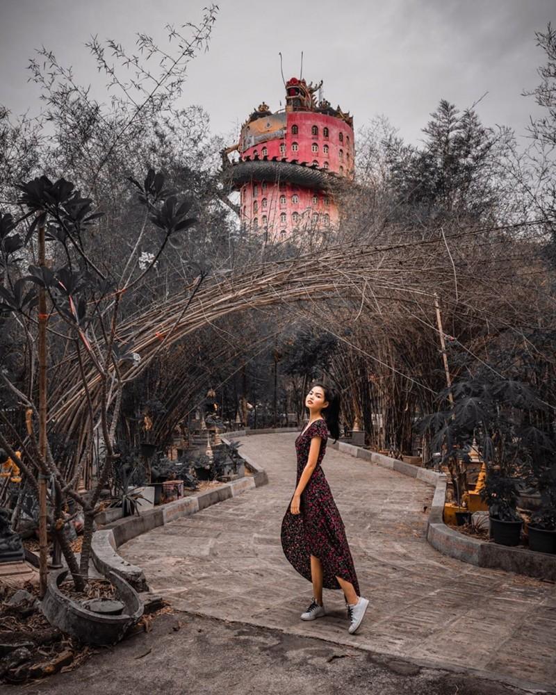 16. Bí ẩn đằng sau ngôi chùa hồng có rồng khổng lồ quấn quanh4