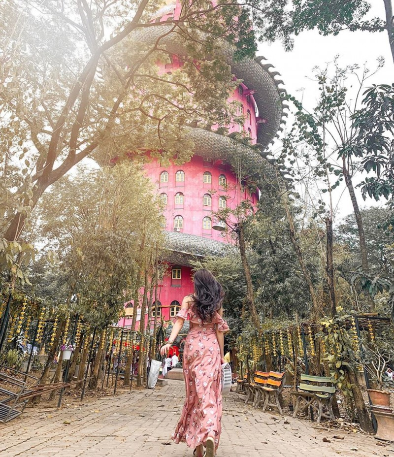 16. Bí ẩn đằng sau ngôi chùa hồng có rồng khổng lồ quấn quanh6'