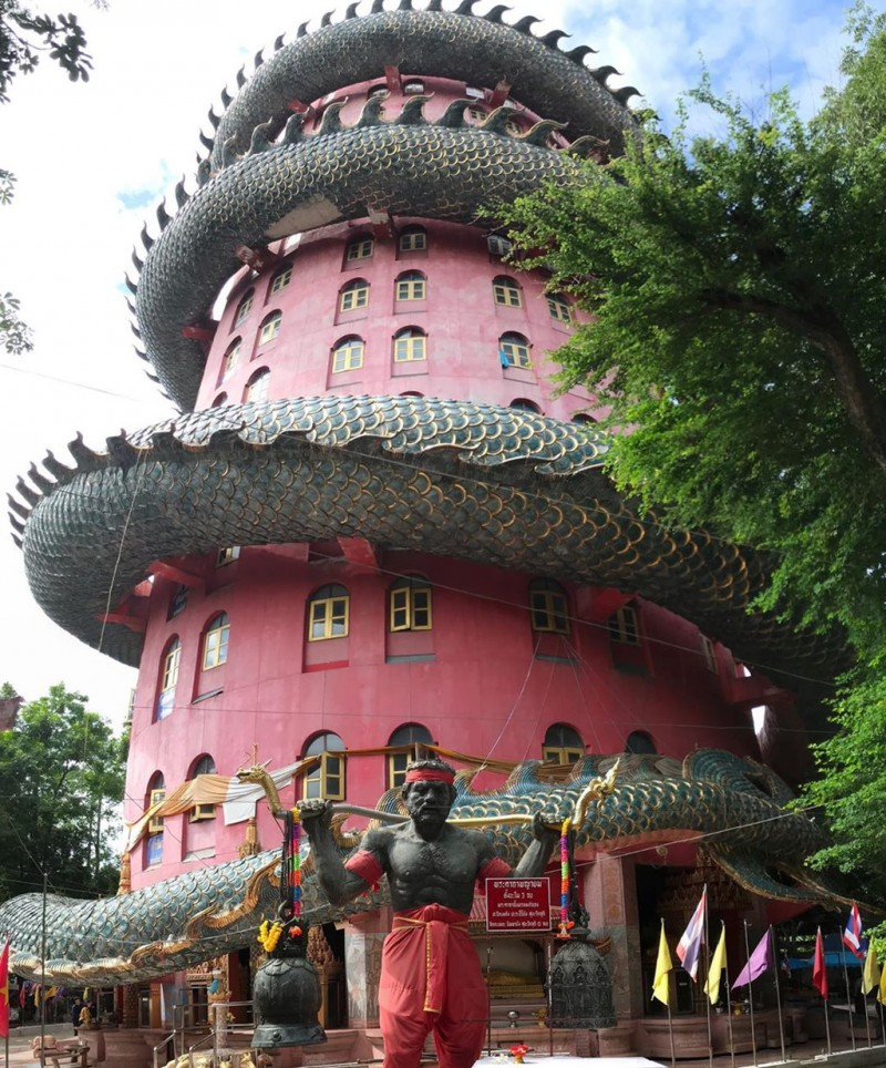16. Bí ẩn đằng sau ngôi chùa hồng có rồng khổng lồ quấn quanh7'