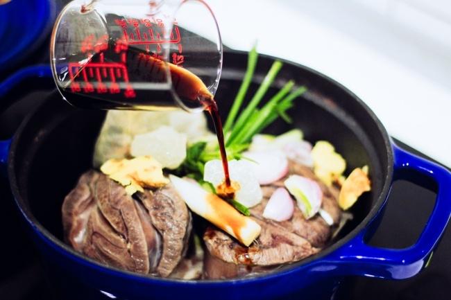 """16. Bật mí cách nấu thịt bò kho tộ không ăn là """"phí cả đời""""3"""