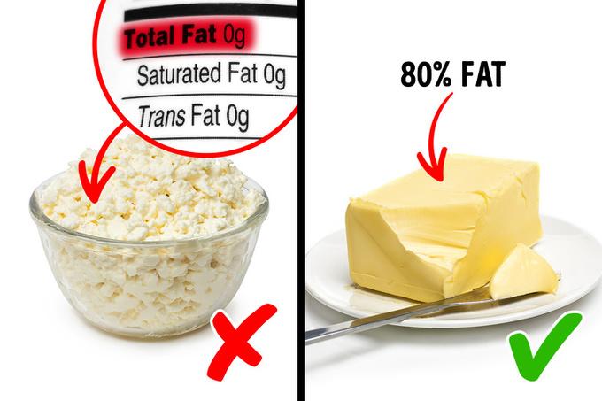 Thực phẩm không chứa chất béo  Các thực phẩm không chứa chất béo từng được coi là thực phẩm hỗ trợ giảm cân hàng đầu. Tuy nhiên, chuyên gia dinh dưỡng đã chỉ ra rằng, nhiều nhà sản xuất dùng đường tinh luyện để giữ hương vị cho thực phẩm. Vì vậy, chúng có thể là những 'quả bom đường' nếu bạn tiêu thụ quá nhiều. Tốt nhất, bạn nên ăn các thực phẩm có chứa chất béo lành mạnh như phô mai, sữa chua Hy Lạp...