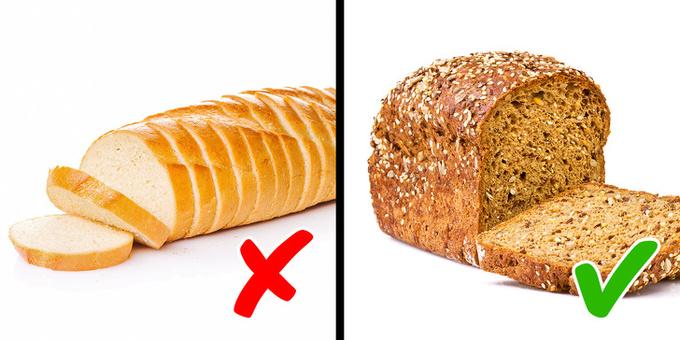 Bánh mì trắng  Bánh mì trắng được làm từ ngũ cốc tinh chế thiếu chất dinh dưỡng và chất xơ lành mạnh. Trong khi đó chất xơ góp phần duy trì cân nặng, ổn định huyết áp và giảm nguy cơ mắc bệnh tiểu đường, tim mạch. Thay vì ăn bánh mì trắng, bạn hãy chọn bánh mì ngũ cốc nguyên hạt.