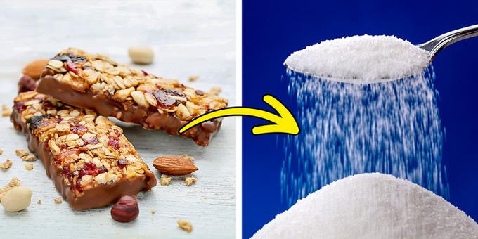Thanh granola Thanh granola là thực phẩm quen thuộc với nhiều người ăn kiêng. Chúng được coi là bữa ăn tiện lợi, đầy đủ dinh dưỡng. Tuy nhiên, chúng cũng chứa nhiều đường, khoảng từ 15 - 30 g mỗi thanh. Bạn không nên ăn quá nhiều để tránh làm tăng lượng đường máu.