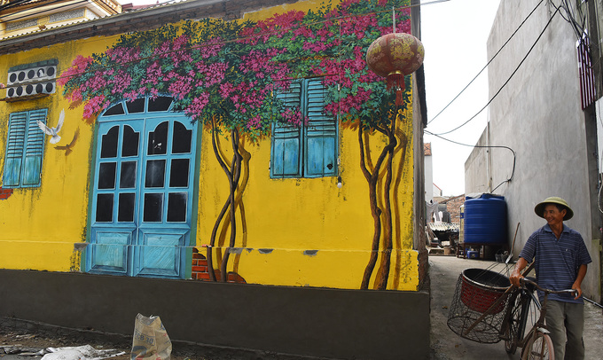 Người dân địa phương cho hay họ rất ủng hộ việc vẽ tranh lên tường nhà bởi làng đẹp hơn và hy vọng thu hút nhiều khách tham quan.