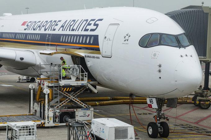 """Singapore Airlines luôn nằm trong top đầu những hãng hàng không có dịch vụ cao cấp, chu đáo bậc nhất thế giới. Năm 2017, hãng này công bố dự án """"từ nông trại lên máy bay"""", thể hiện bằng việc cung cấp nguồn rau xanh đảm bảo chất lượng từ các nông trại trong nhà, lên thẳng các chuyến bay đường dài mà không qua trung gian"""