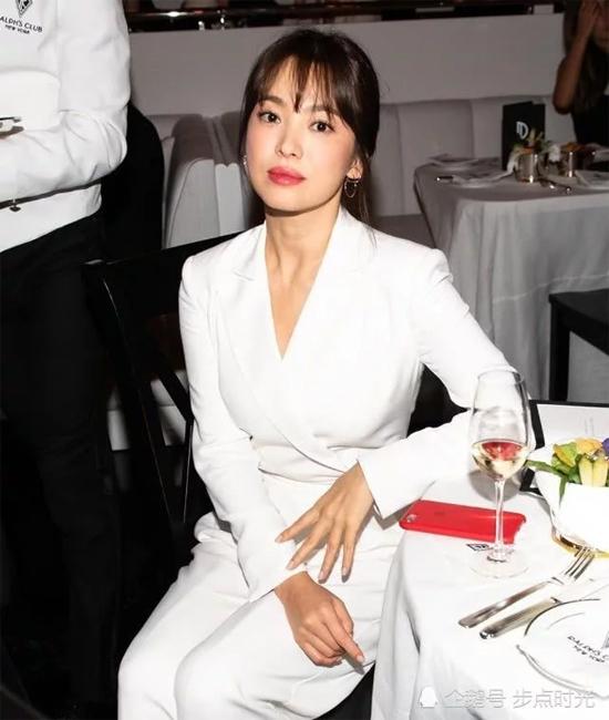 Nữ diễn viên được khán giả khen 'đẹp quên thời gian'.