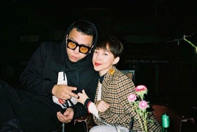 Hôm 10/9, Tóc Tiên lần đầu xác nhận mối quan hệ tình cảm với producer Hoàng Touliver. Cả hai hẹn hò được 4 năm nhưng không công khai trước truyền thông vì lý do cá nhân. Tóc Tiên cho biết cô không chọn dịp này để chia sẻ chuyện đời tư với khán giả mà chỉ trả lời khi được báo chí hỏi.