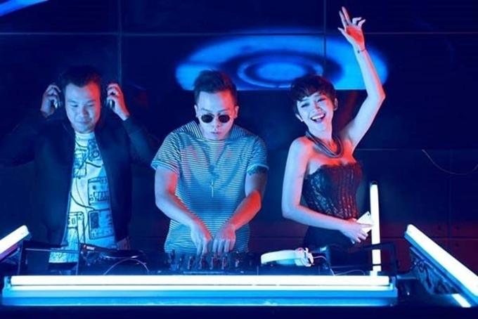 Cặp ca sĩ - producer chính thức tìm hiểu sau lần làm việc chung tại chương trình The Remix 2015. Tuy nhiên lúc này, cả hai không thừa nhận hẹn hò dù những hình ảnh thân mật của họ được fan chia sẻ rầm rộ trên mạng xã hội.