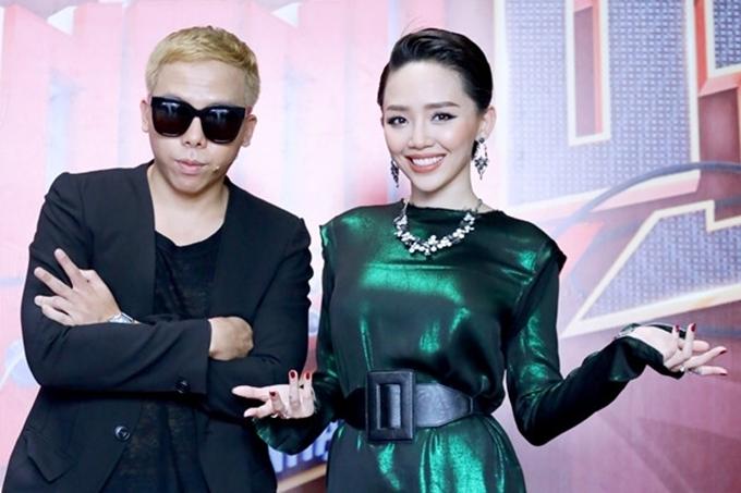Tóc Tiên và Hoàng Touliver liên tục sát cánh trong mỗi lần xuất hiện. Nữ ca sĩ sinh năm 1989 được bạn trai hỗ trợ thực hiện các sản phẩm âm nhạc, trong đó có bản hit 'Ngày mai' tạo hiệu ứng tốt và làm nên thương hiệu của Tóc Tiên.